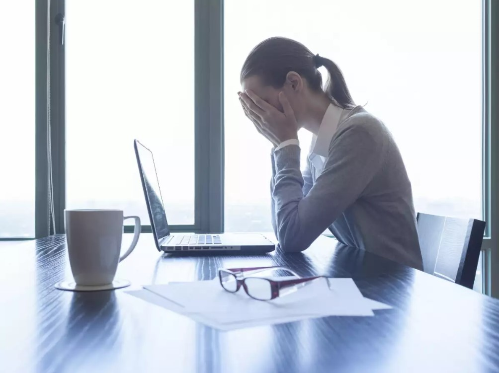Tips Menghindari Bad Mood di Kantor